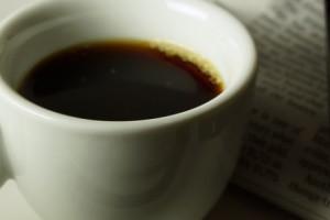 Café noir et journal
